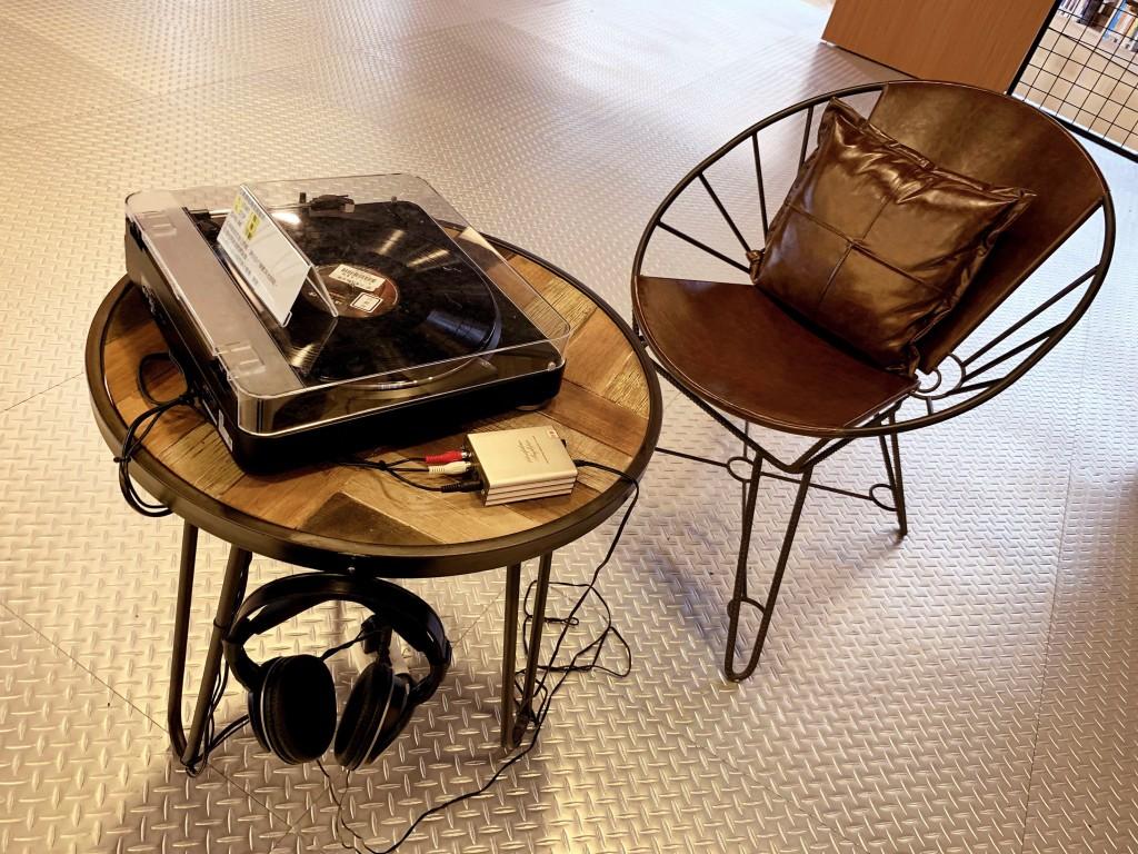 新北市立圖書館三重南區分館設有體驗區,可聆聽黑膠音樂。