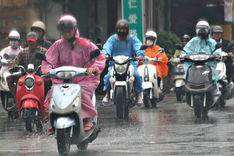 人工增雨  石門水庫雨滂沱