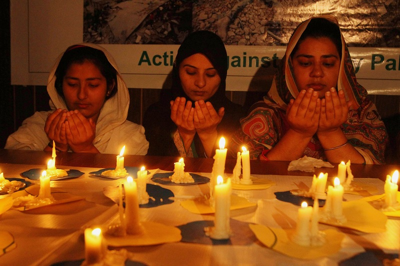 Pakistani girls light candles and offer prayers for Nepalese victims of Saturday's earthquake, in Multan, Pakistan, Monday, April 27, 2015. The earthq...