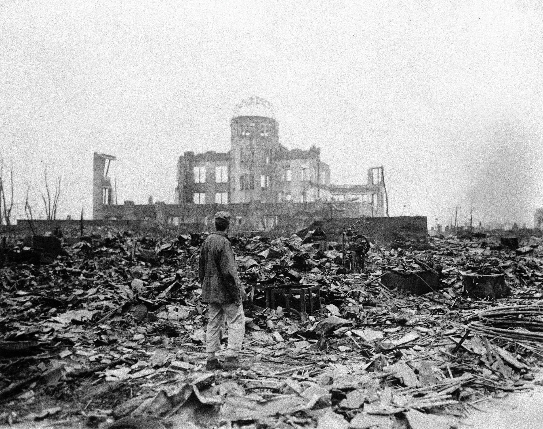 1945年9月8日美國在廣島投下原子彈,有十四萬人當場死亡。(美聯社)