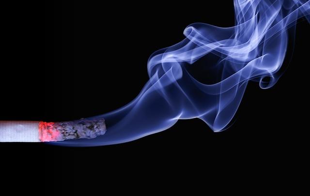 A burning cigarette. (Photo courtesy from pixabay)