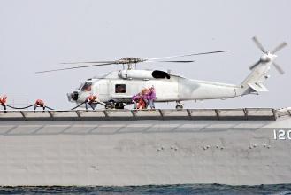 海軍S-70C在1月27日的操演中,在左營西南外海發現研判為共軍潛艦的不明潛艦。 圖片/軍聞社
