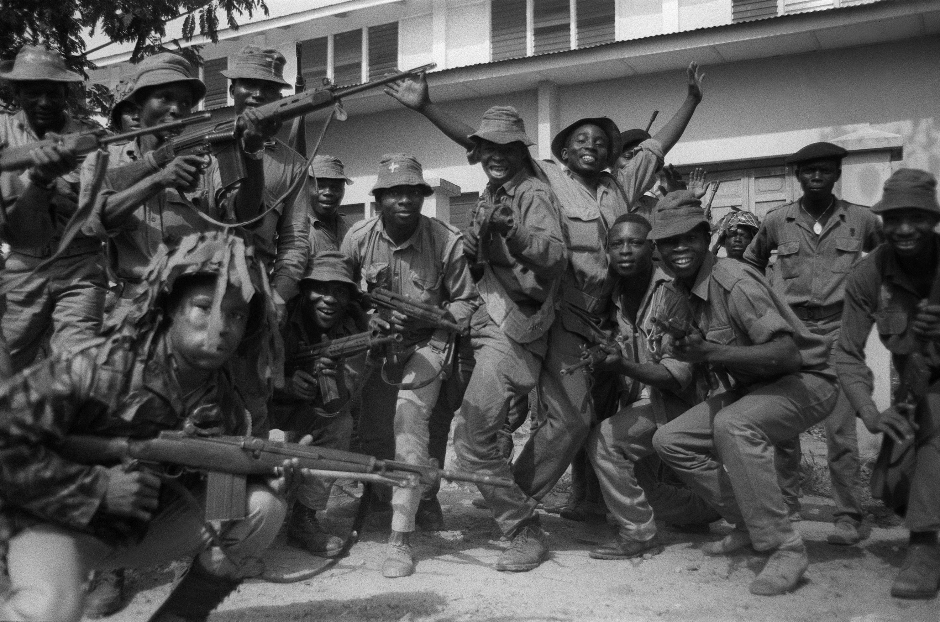 Nigerian federal soldiers celebrate their victory after capturing the city of Onitsha, 29 March 1968. A civil war opposing Biafra secessionnist tribes...
