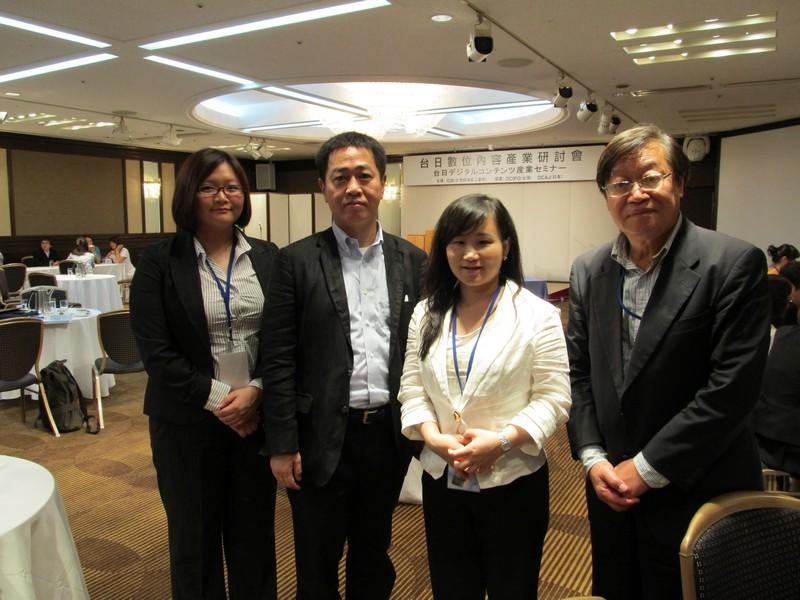 義美聯合電子商務公司呂昌平顧問(右一)帶團,參加台日數位內容產業研討會,與日商Bitway社長小林泰(左二)合影。