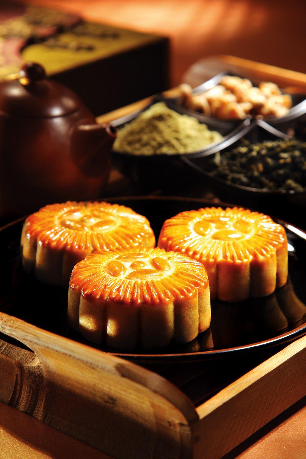 煙波大飯店今年推出的廣式月餅,皮薄餡豐,最適合搭配好茶一起享用。