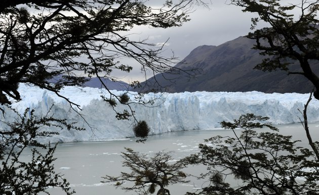 Ice dam at Argentina collapses creating an impressive spectacle