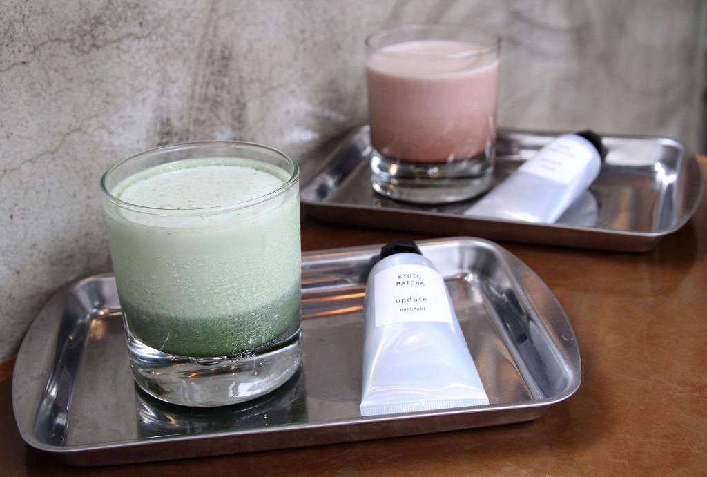 店家透過軟管顏料的設計發想,讓飲品的呈現更美觀,喝起來更有趣。