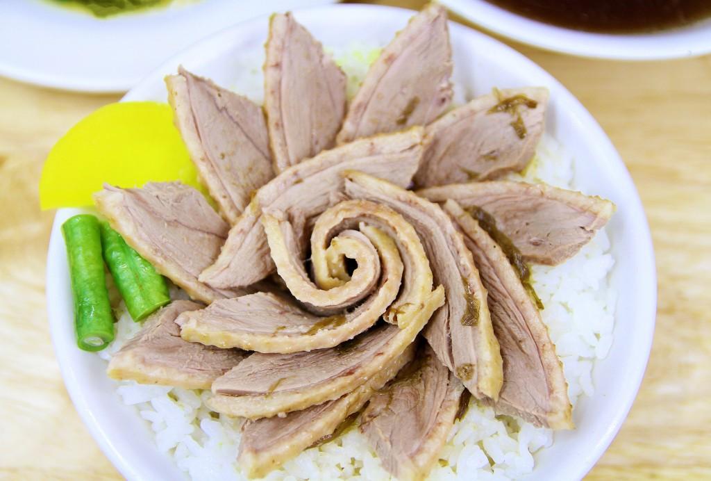 令人垂涎的隱藏版玫瑰鴨肉飯雖然不在菜單上,但非用餐尖峰時間可向店家點食。