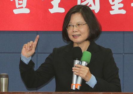 Tsai calls for Ko to help legislative campaign