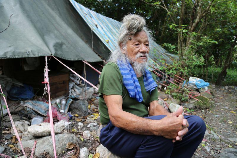 Veteran lives caveman style of life by riverside for decades