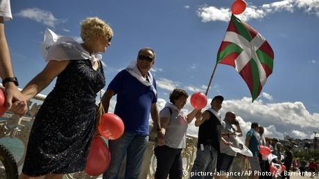 Spain: Thousands form human chain for Basque secession vote