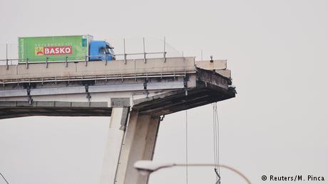 Why did Genoa's 'Brooklyn Bridge' collapse?