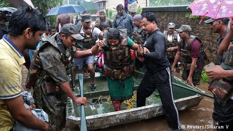 India deploys military to save southern residents trapped by flood