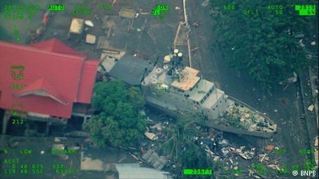 Indonesia quake: 'Tsunami warning was lifted too soon'