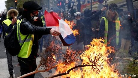 Protests 'a crisis' for France as 1700 arrests made