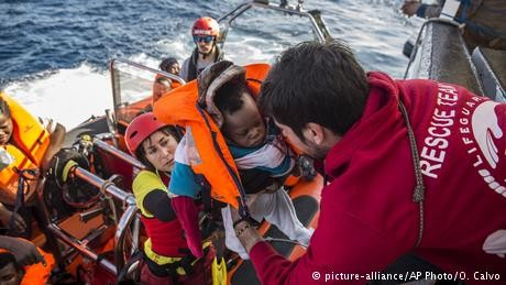 Hundreds of migrants face Christmas at sea as Italy closes ports