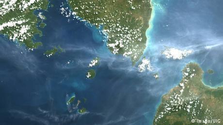 Tsunami kills many in Indonesia