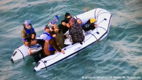 40 migrants rescued from boats in English Channel