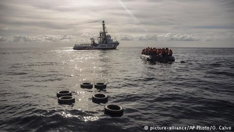 Rescue boat with 300 migrants reaches Spain