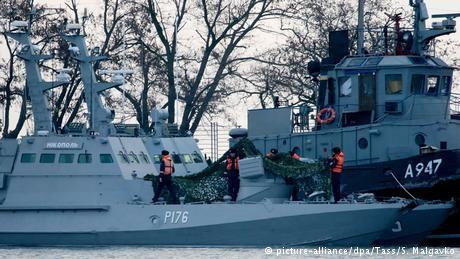 Merkel, Macron urge Russia to release Ukrainian sailors