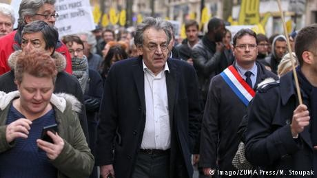 France to investigate anti-Semitic insults at 'yellow vest' protest