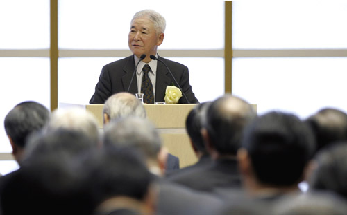 Bank of Japan Governor Toshihiko Fukui delivers a speech during the 60th meeting of the board of councilors of the Japan Business Federation (Nippon K...