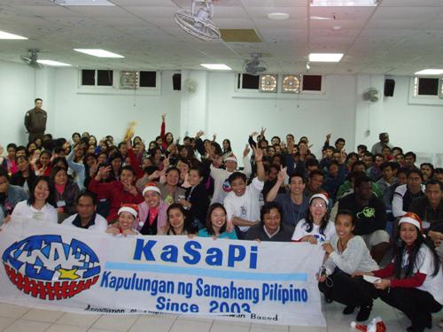 Members of KaSaPi celebrate Christmas with Sansia detainees last Sunday.