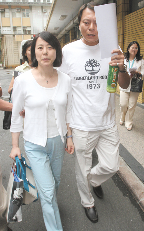 Former Procomp Informatics Chairwoman Sophie Yeh leaves the Taiwan High Court in September 2006 after attending a hearing related to her appeal of her...