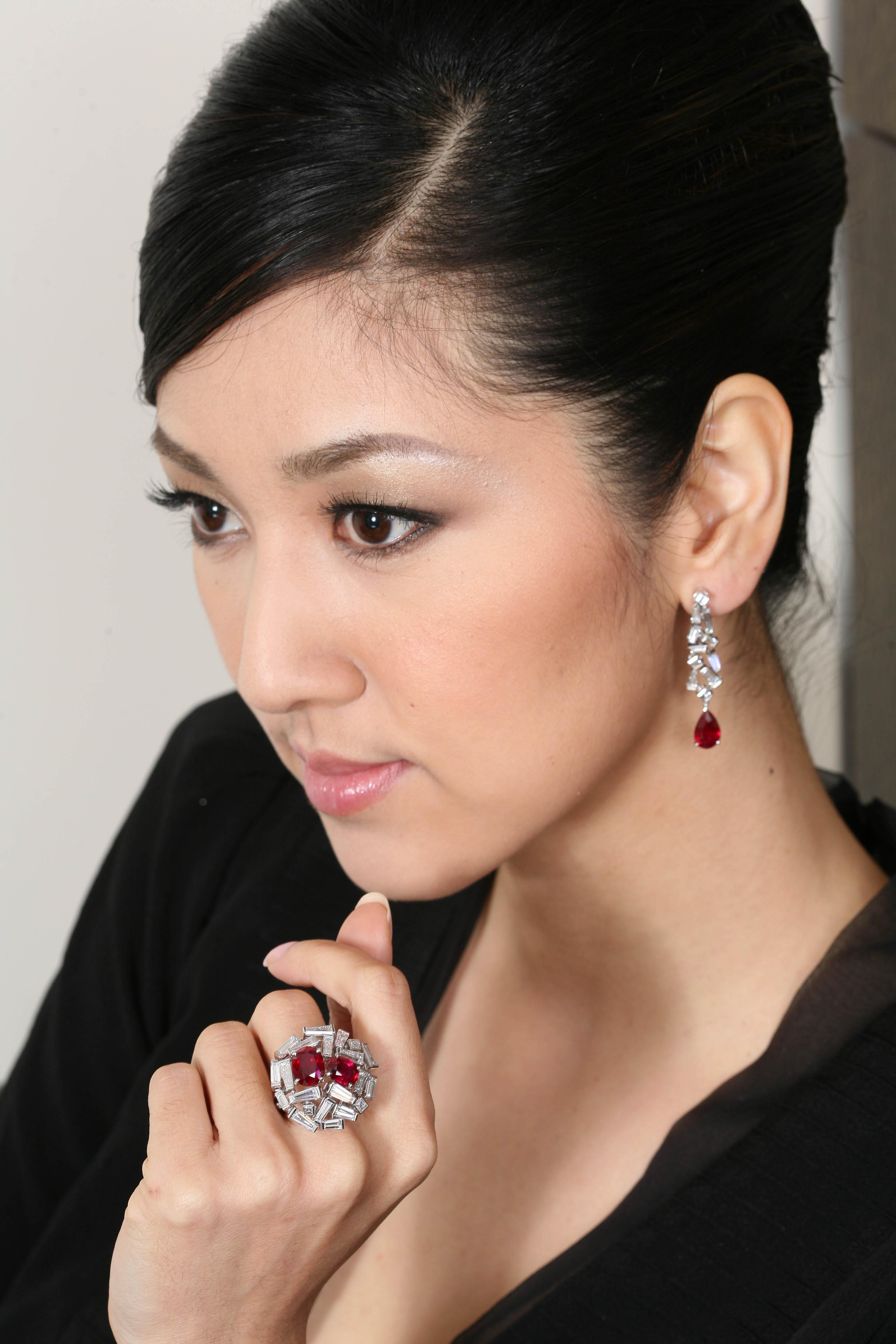 「愛之巢Love Nest」鑽石紅寶石戒指  紅寶石,共4.18克拉,57顆狹長型切割鑽石,共6.21克拉。     「愛之巢...