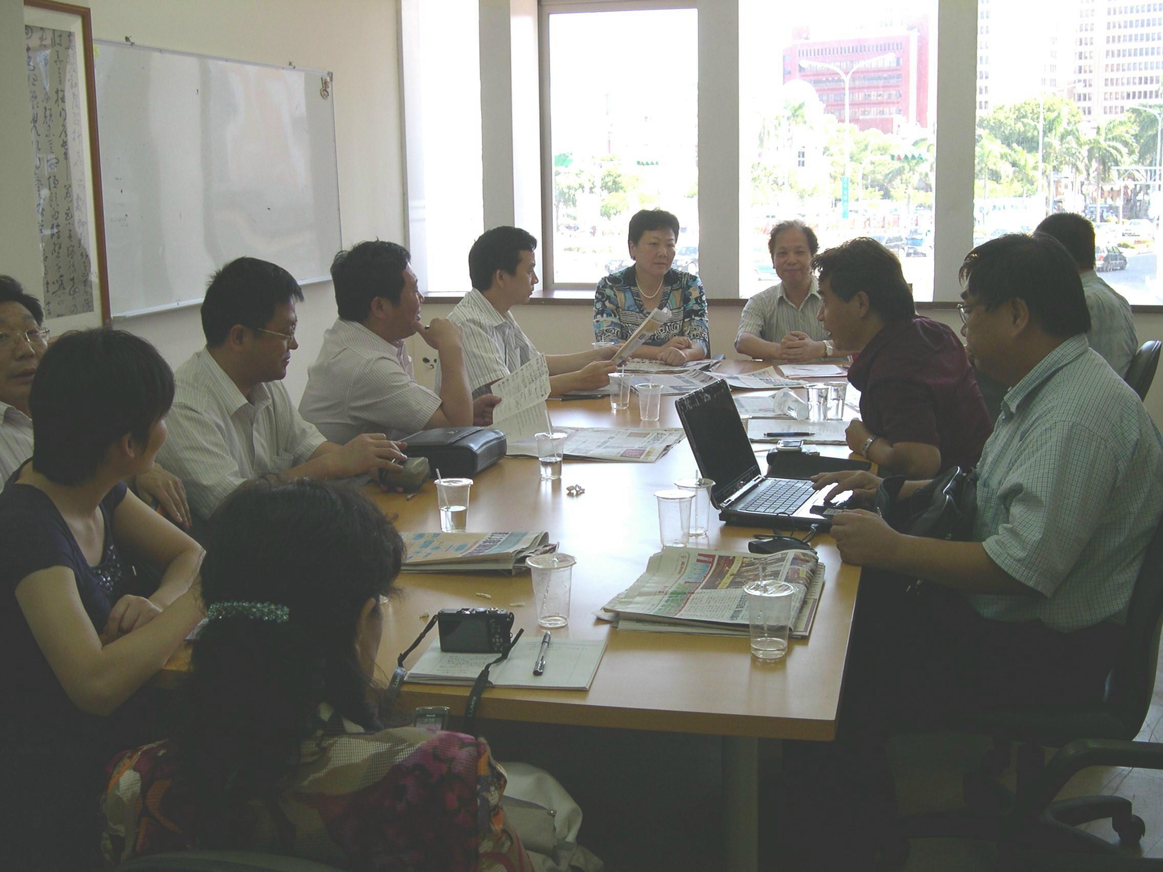 江蘇省淮安市委宣傳部部長劉希平女士及團員一行,與中華資深記者協會成員,在台北舉行研討會。