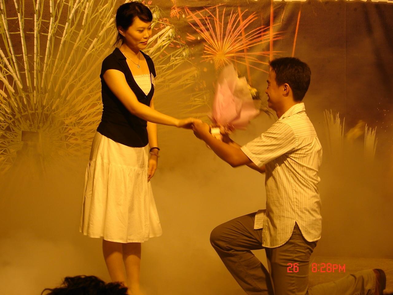 26日是七夕情人節,晚間在美麗華百樂園上演多起求婚式,讓這個超浪漫節日增添「詩情畫意」!