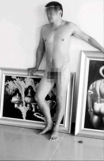 南京一學院,上課時,人體女模特臨時沒來,男校長便直接寬衣解帶,充當人體模特兒。(圖片來源/網路)