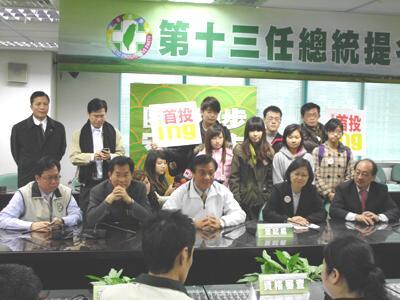 民進黨主席蔡英文,在23日上午11點登記參選。(記者邱水文攝影)