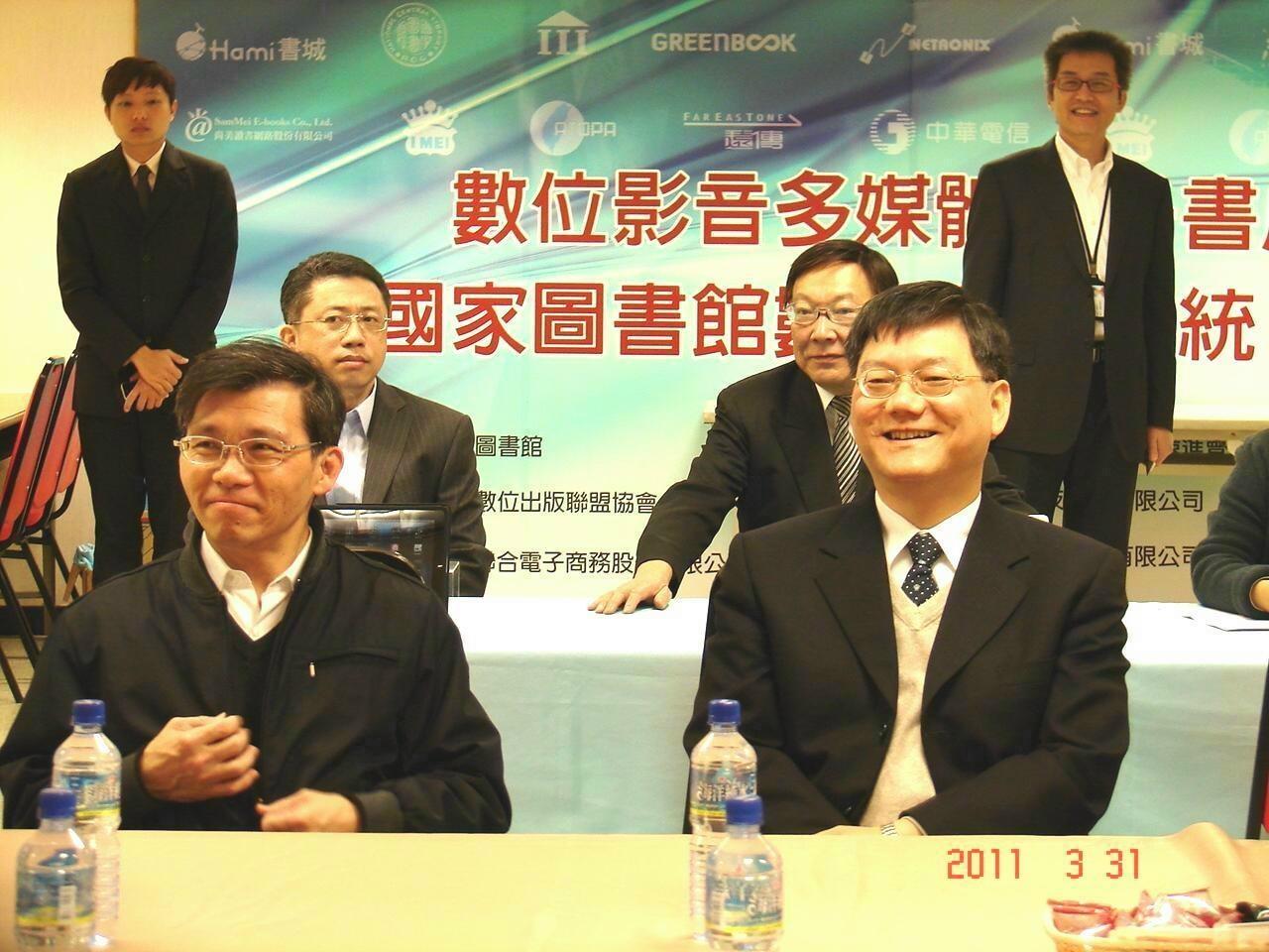 經濟部工業局長杜紫軍一行,31日拜訪台灣電子書製作投入最積極的「義美聯電公司」聽取簡報。