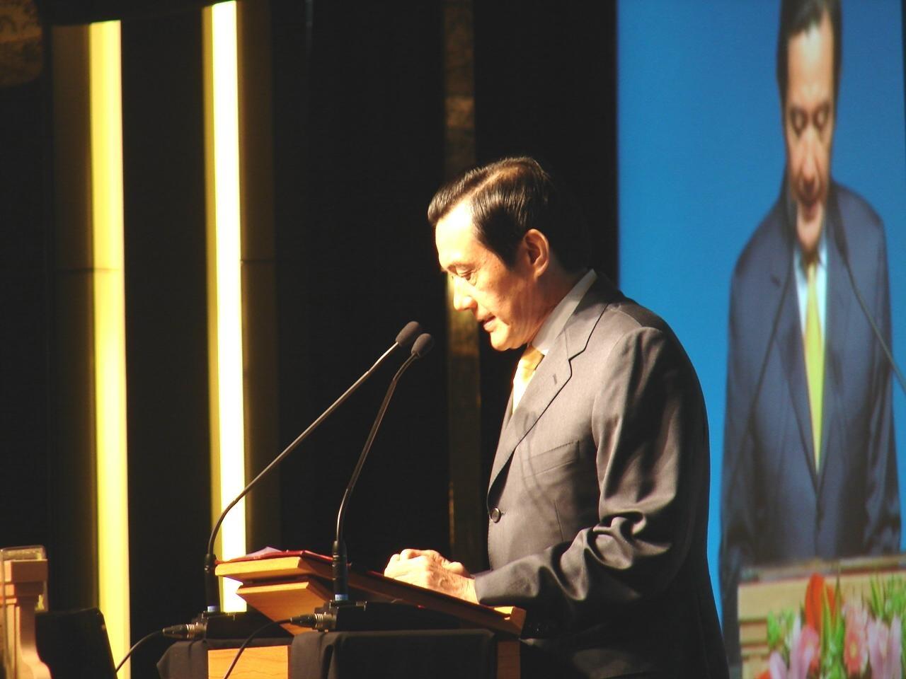 出席這項會議的總統馬英九表示,過去三年,台灣積極進行相關建設與改革,事實證明「開放導致興旺,閉鎖導致萎縮」,今後政府仍將秉持開放政策,持續...