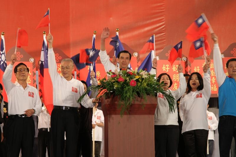 中國國民黨26日在台中舉行黨慶,主席馬英九表示,台灣需要的是一個能再次將台灣帶出經濟衰退的政黨,國民黨甫執政就遇金融海嘯,是真正有能力、有...
