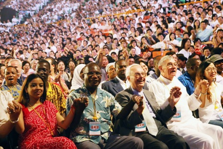 「2008年全球『護衛地球』感恩惜福音樂演唱會」跨越了語言與國籍,帶給人們感恩與感動,期望全球各界共同付諸行動,推動愛與和平,共同護衛地球...
