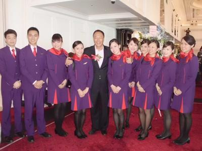 香港航空首航台北、高雄。(記者邱水文攝影)