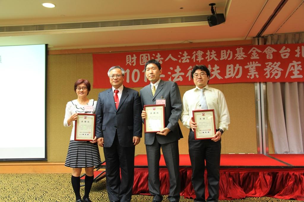 (左起)江淑卿律師、林天財會長、鍾志宏律師、蘇彥文律師.