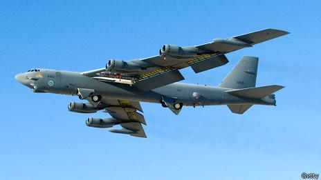 兩架沒有攜帶武器的B52轟炸機是在周一(11/25日)從關島起飛,參加日常演練。(截自網路)