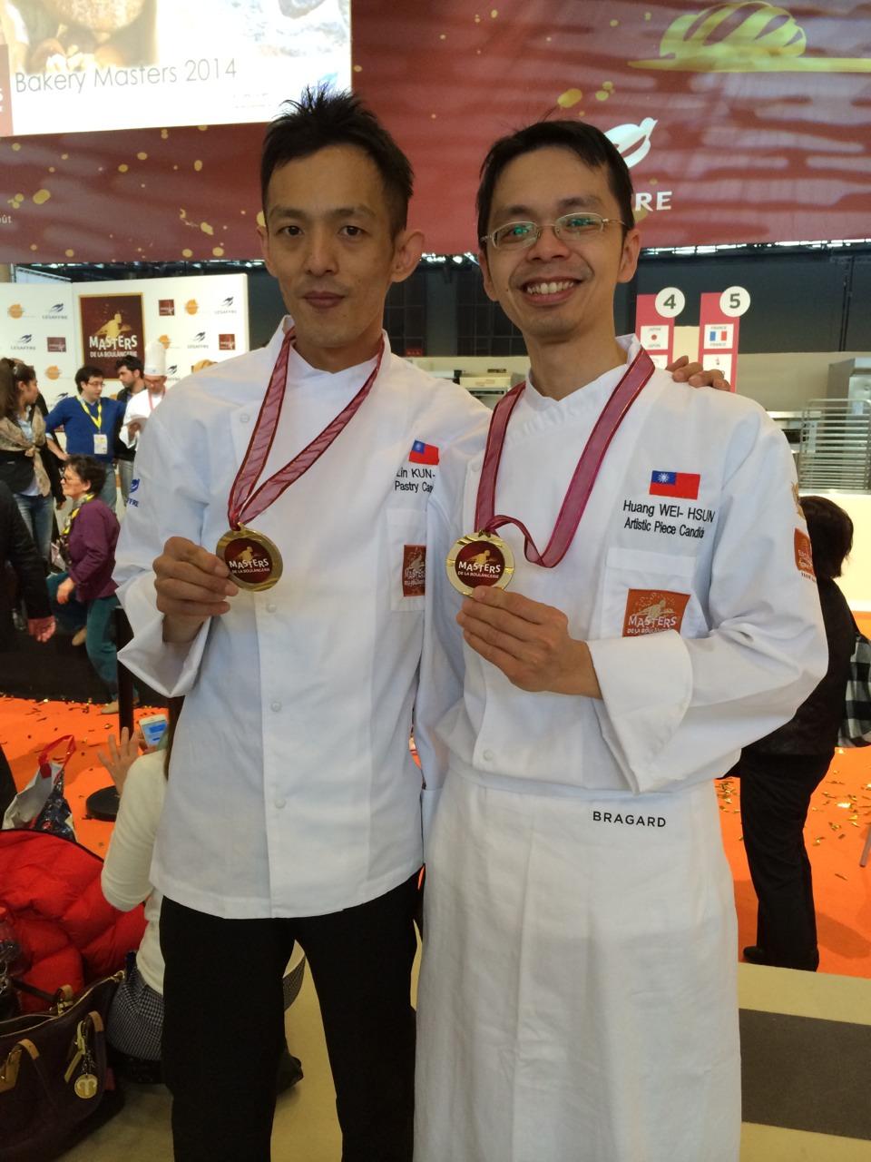 2014世界麵包大賽台灣代表選手林坤緯(左)、黃威勳(右)賽後合影