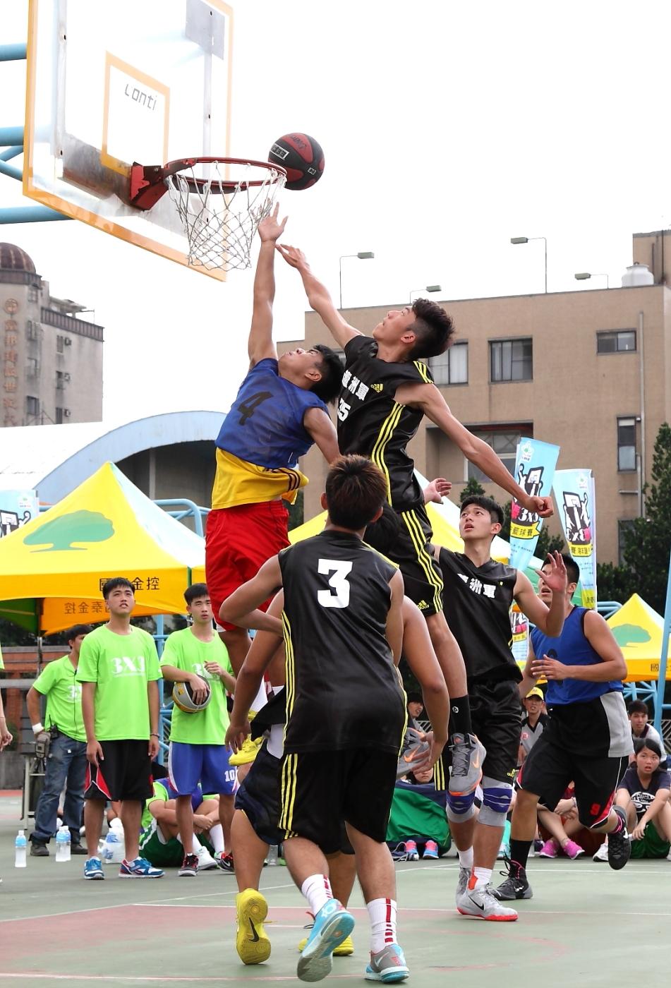 2014年國泰『高中3對3籃球』持續12年不斷提供青年學子跳躍奪目、發光發熱的運動平台,獲得社會大眾一致肯定與喝采!