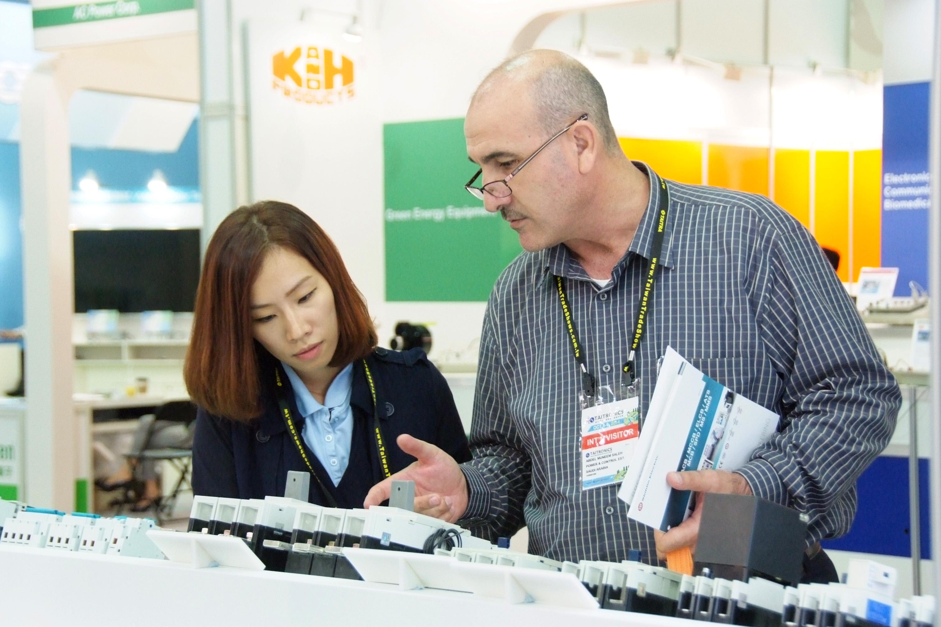 電子展展品引起國外買主高度興趣-1