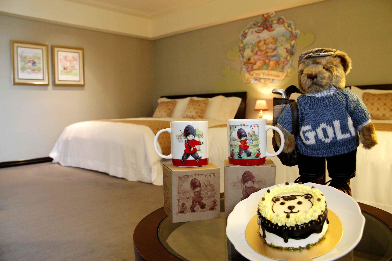 精典泰迪熊主題房-「約會時光」贈「精典泰迪-Classic Teddy經典高爾夫球立熊玩偶」1隻及「可愛熊熊造型蛋糕」4吋1模