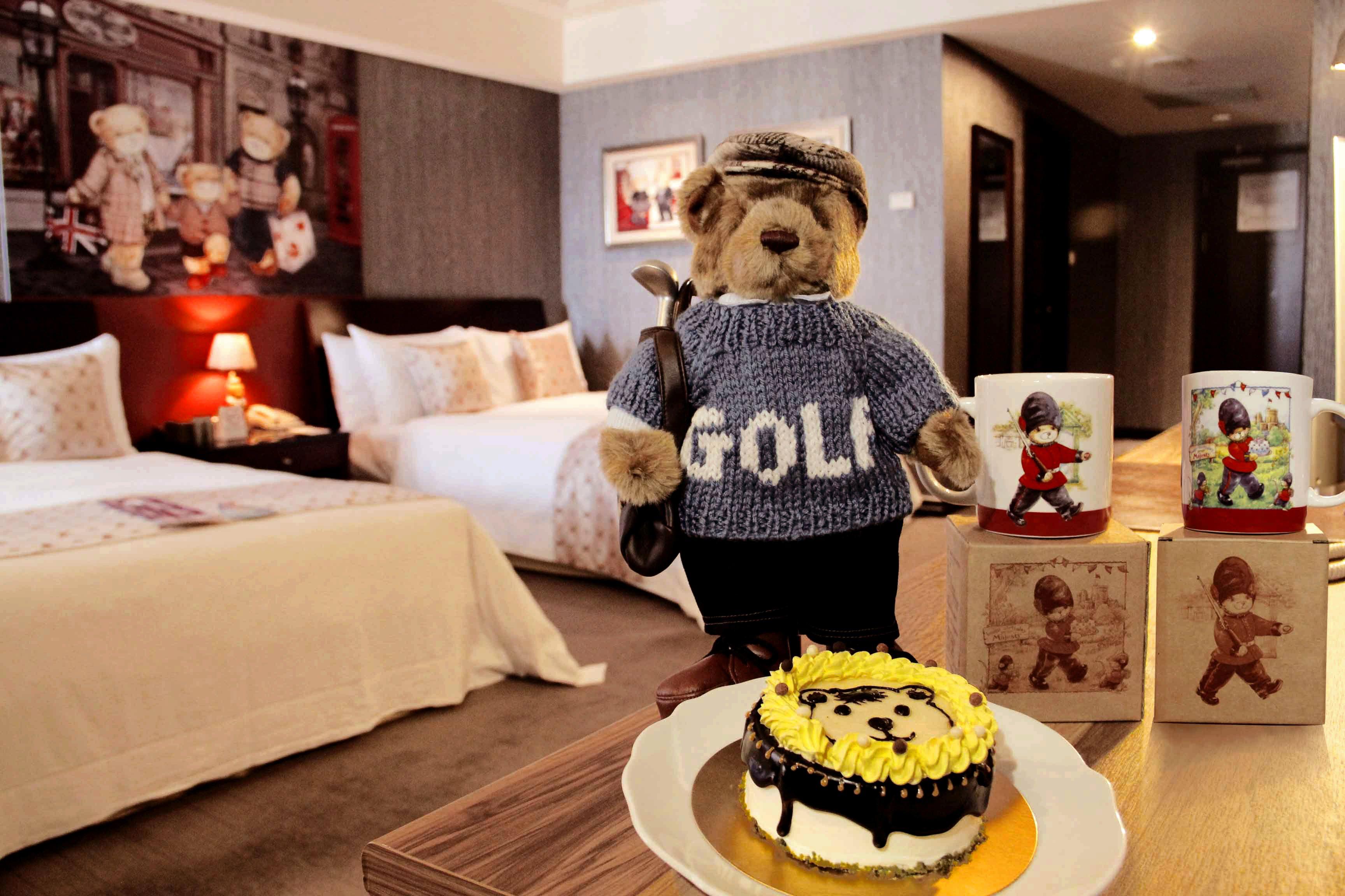 「英倫貴族」贈「精典泰迪-Classic Teddy經典高爾夫球立熊玩偶」1隻及「可愛熊熊造型蛋糕」4吋1模