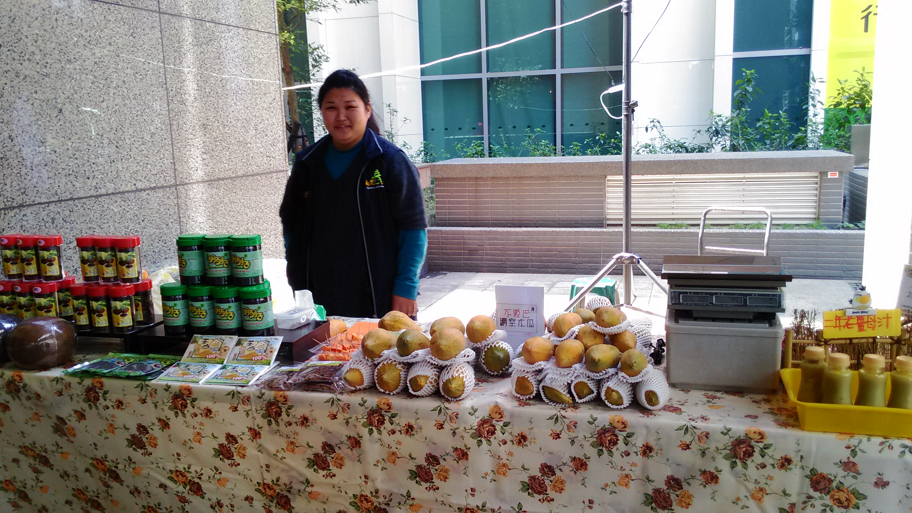 南投青農王寶萱一早北上參加綠活青農市集。