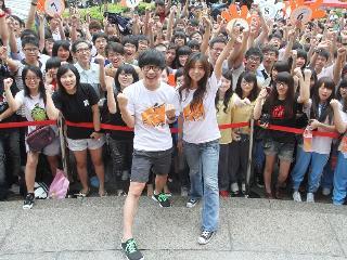 藝人陳綺貞與盧廣仲擔任第22屆飢餓30代言人,呼籲各界付出愛心,珍愛地球環境,幫助更多弱勢族群。