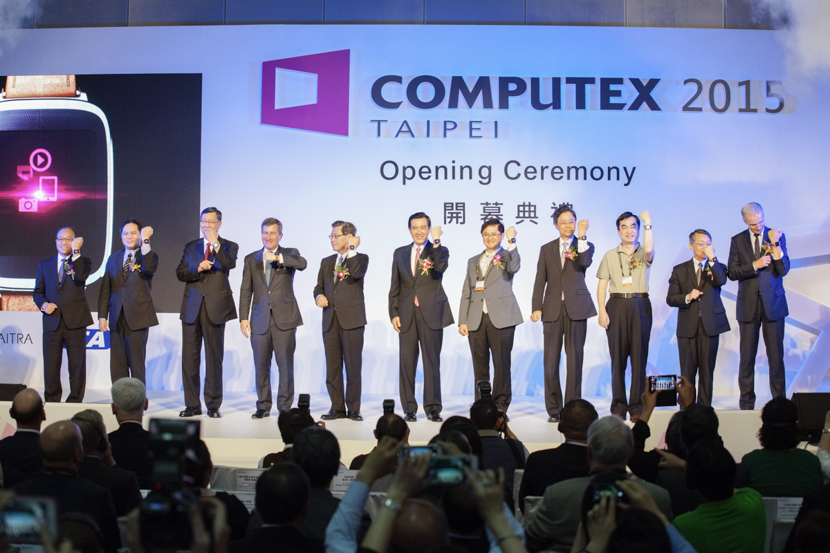 President Ma Ying-jeou (center) presides over the opening ceremony of the COMPUTEX Taipei 2015 exhibition on Tuesday.