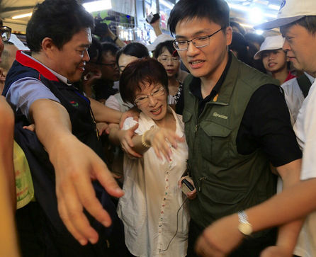 Hung returns to Yuemei in Taichung on campaigning tour