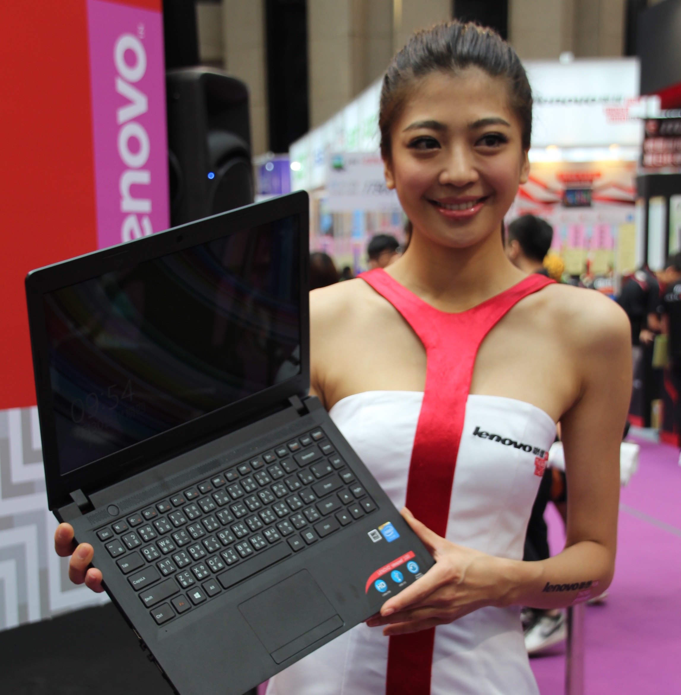 PC applications show highlights budget laptops and giveaways